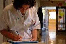 Ziekenhuis intensiveert opleiding roomservicemedewerkers