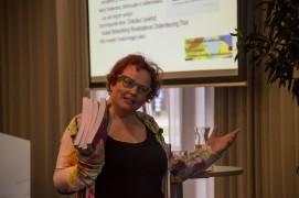 Phyllis den Brok bij boekpresentatie: 'Eten is zoveel meer'