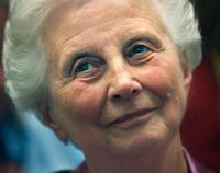 Els Borst geeft vijfduizend euro aan Alzheimer Nederland