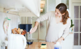 Cliënten positief over huishoudelijke hulp van gemeenten