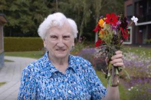 Zorggroep Raalte: bloemen plukken in kloostertuin