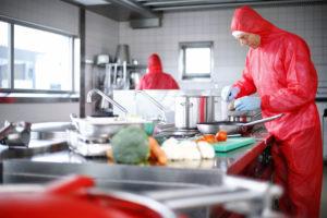 Huuskes kookt allergenenvrije maaltijd in dieetkeuken
