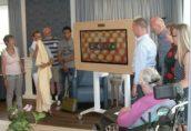 Bewoners Rivas De Wieken ontvangen belevenistafel