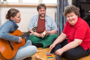 Muziektherapie in de praktijk: tips voor de zorg